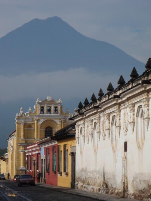 Antigua con volcan